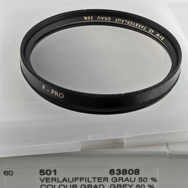 B+W Verlauffilter Grau 501 MARKIERT (50%, +1 Blende) Ø 60,0 mm